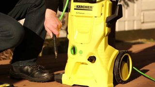 The correct way to connect a pressure washer